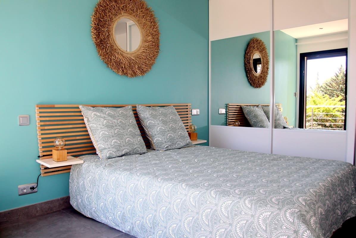 Grand espace dans la chambre jade de notre villa tout confort accès directe depuis la terrasse et piscine Esprit du Sud