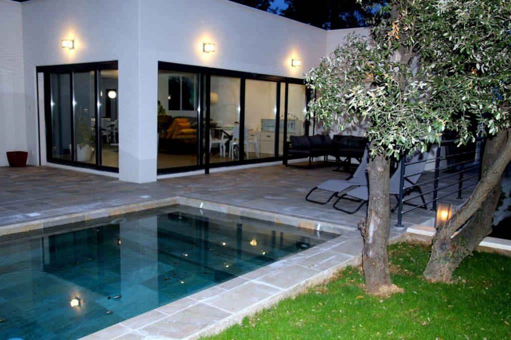 Séjour grand confort pour toute la famille dans cette villa moderne offrant de grands espace de vie et de convivialité sen location sur Montpellier