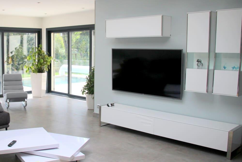 location saisonnière villa avec piscine salon tv bibliothèque détente séjour famille proche Montpellier