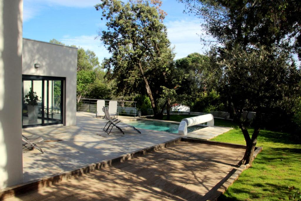 location villa avec piscine proche Pic St loup et Montpellier séjour détente pétanque repos