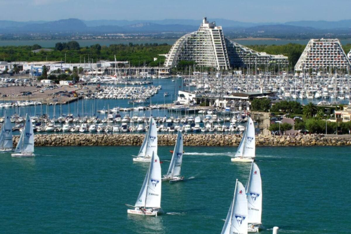 location saisonnière villa avec piscine proche de Montpellier visite la grande motte station balnéaire